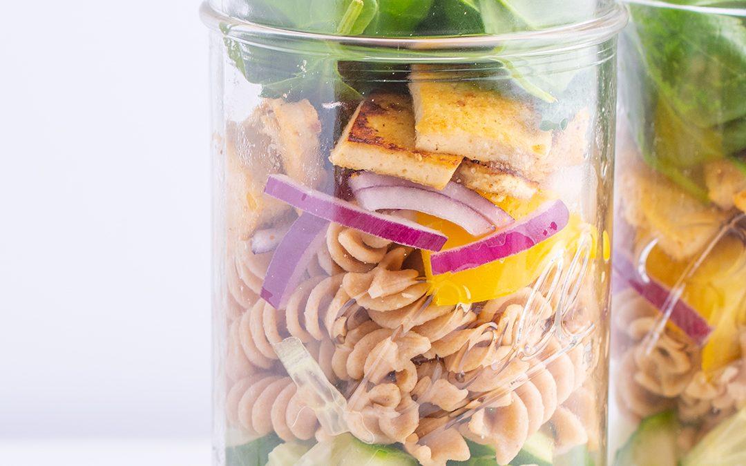 2 idejas vegāniskiem salātiem burciņās